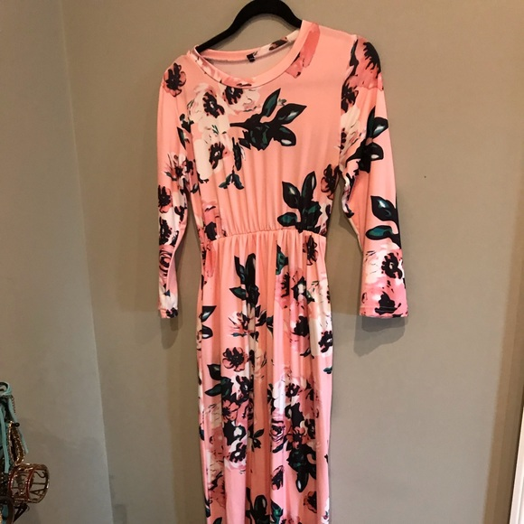 Dresses & Skirts - Pink Floral Maxi Dress